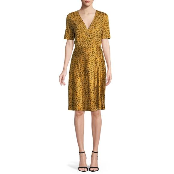 Diane Von Furstenberg Dresses & Skirts - Diane von Furstenberg Floral-Print Wrap Dress
